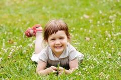 Muchacha en prado del verano Imagen de archivo