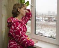 Muchacha en quien es enferma una pista Imagen de archivo
