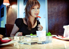 Muchacha en restaurante Foto de archivo