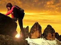 Muchacha en roca Foto de archivo libre de regalías
