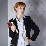 Muchacha en ropa de la oficina Foto de archivo libre de regalías