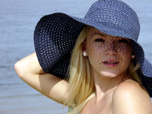 Muchacha en sombrero azul Imágenes de archivo libres de regalías