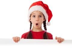Muchacha en sombrero de la Navidad con la bandera vacía imagen de archivo libre de regalías