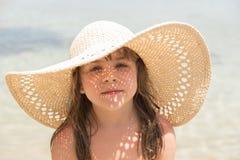 Muchacha en sombrero de paja Fotografía de archivo