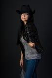 Muchacha en sombrero negro Foto de archivo