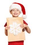 Muchacha en sombrero rojo con la letra a santa - concepto de la Navidad de las vacaciones de invierno Foto de archivo