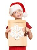 Muchacha en sombrero rojo con la letra a santa - concepto de la Navidad de las vacaciones de invierno Foto de archivo libre de regalías