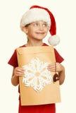 Muchacha en sombrero rojo con la letra a santa - el concepto de la Navidad de las vacaciones de invierno, amarillea entonado Imagen de archivo