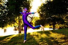 Muchacha en traje de la mariposa Fotos de archivo