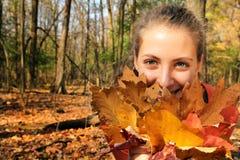 Muchacha en un bosque Fotografía de archivo