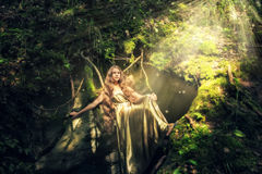 Muchacha en un bosque de hadas Fotos de archivo libres de regalías