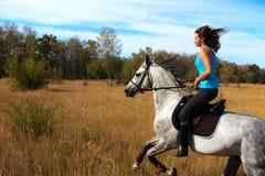 Muchacha en un caballo Imagen de archivo