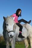 Muchacha en un caballo Fotografía de archivo