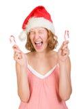 Muchacha en un casquillo de Papá Noel con los bastones de caramelo fotografía de archivo libre de regalías