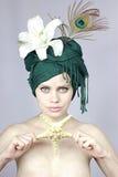 Muchacha en un casquillo exótico Fotografía de archivo
