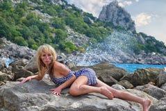 Muchacha en un chaleco después del naufragio Fotos de archivo