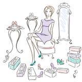 Muchacha en un departamento de zapato Imagen de archivo libre de regalías