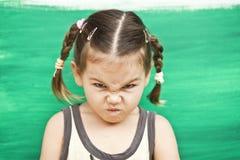 Muchacha en un fondo verde foto de archivo libre de regalías