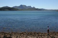 Muchacha en un lago Fotografía de archivo