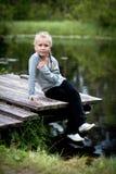 Muchacha en un puente Foto de archivo libre de regalías