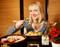 Muchacha en un restaurante Foto de archivo libre de regalías