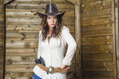 Muchacha en un sombrero de vaquero Fotos de archivo