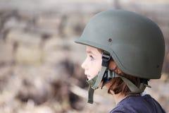 Muchacha en un sombrero del ejército Fotografía de archivo