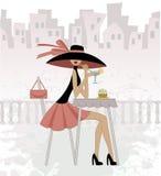 Muchacha en un sombrero negro ilustración del vector