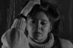 Muchacha en un suéter caliente Fotografía de archivo