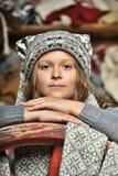 Muchacha en un suéter gris Imágenes de archivo libres de regalías