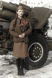 Muchacha en un uniforme militar soviético Fotos de archivo libres de regalías