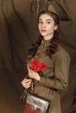 Muchacha en un uniforme militar soviético Foto de archivo