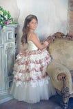 Muchacha en un vestido de bola elegante Foto de archivo
