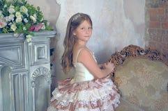 Muchacha en un vestido de bola elegante Fotografía de archivo libre de regalías