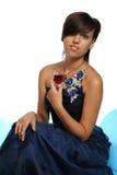 Muchacha en un vestido de noche azul fotografía de archivo