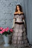 Muchacha en un vestido histórico hermoso imagen de archivo libre de regalías
