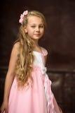 Muchacha en un vestido rosado Imagenes de archivo