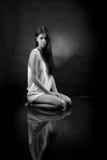 Muchacha en una camisa blanca Imagenes de archivo