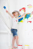 Muchacha en una camiseta blanca y un casquillo Foto de archivo