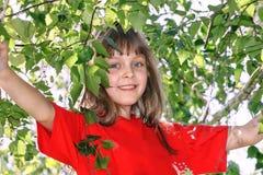 Muchacha en una camiseta roja Fotos de archivo libres de regalías