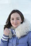Muchacha en una chaqueta azul Fotografía de archivo