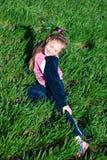 Muchacha en una hierba Imágenes de archivo libres de regalías
