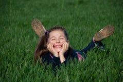 Muchacha en una hierba Fotografía de archivo libre de regalías