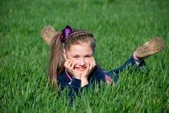 Muchacha en una hierba Imagen de archivo libre de regalías
