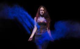 Muchacha en una neblina azul Fotografía de archivo libre de regalías