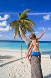 Muchacha en una palmera Imagen de archivo libre de regalías