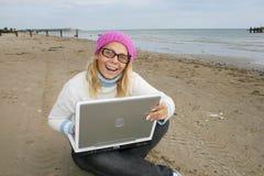 Muchacha en una playa Fotos de archivo libres de regalías