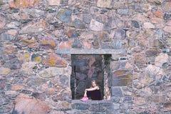 Muchacha en una ventana Fotografía de archivo libre de regalías