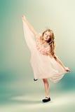 Muchacha en vestido ligero Imagenes de archivo