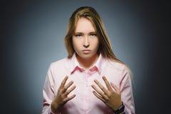 Muchacha enojada en fondo gris Imagen de archivo libre de regalías
